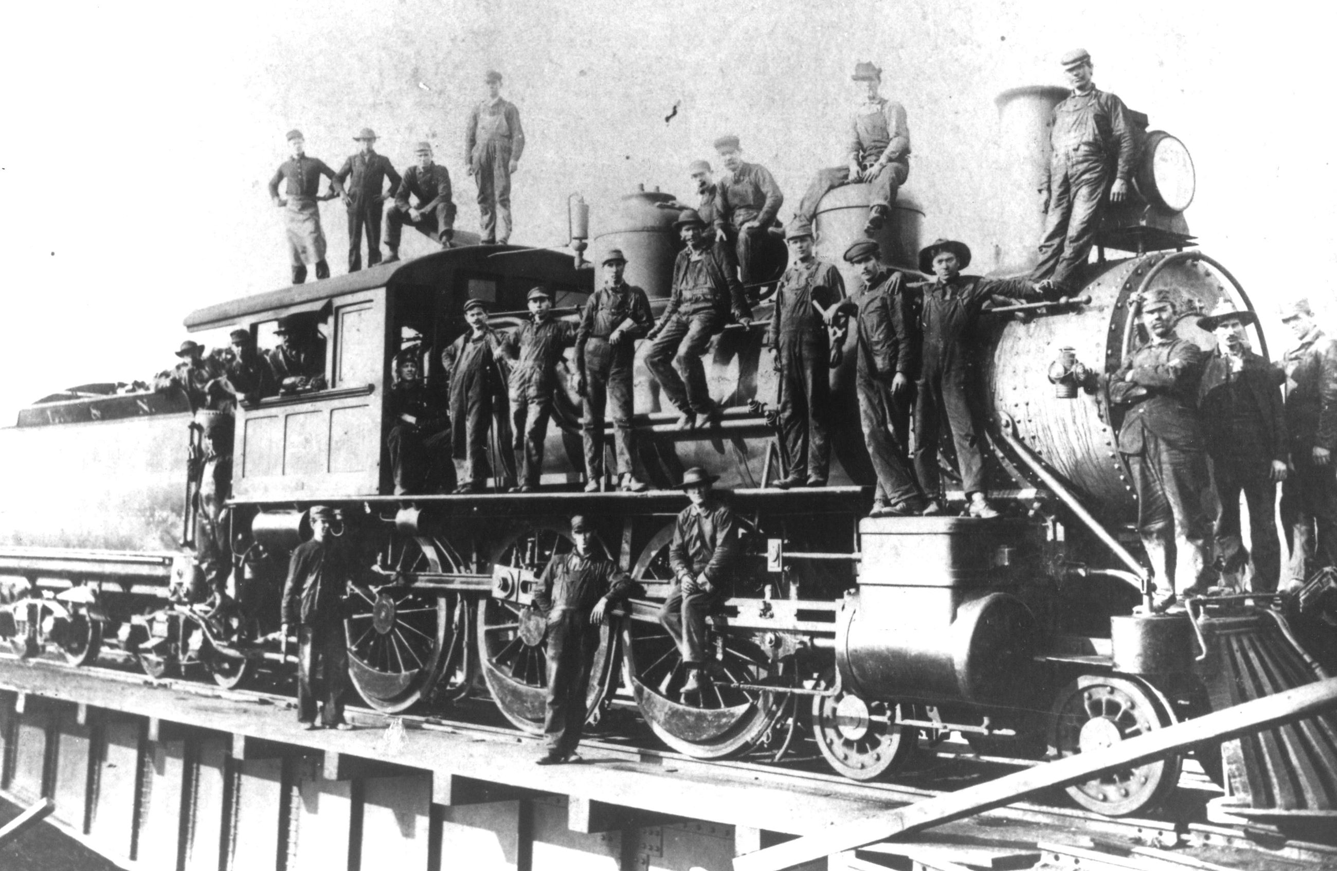 L and N turntable - Etowah 1910 - courtesy Etowah Depot Museum - Copy